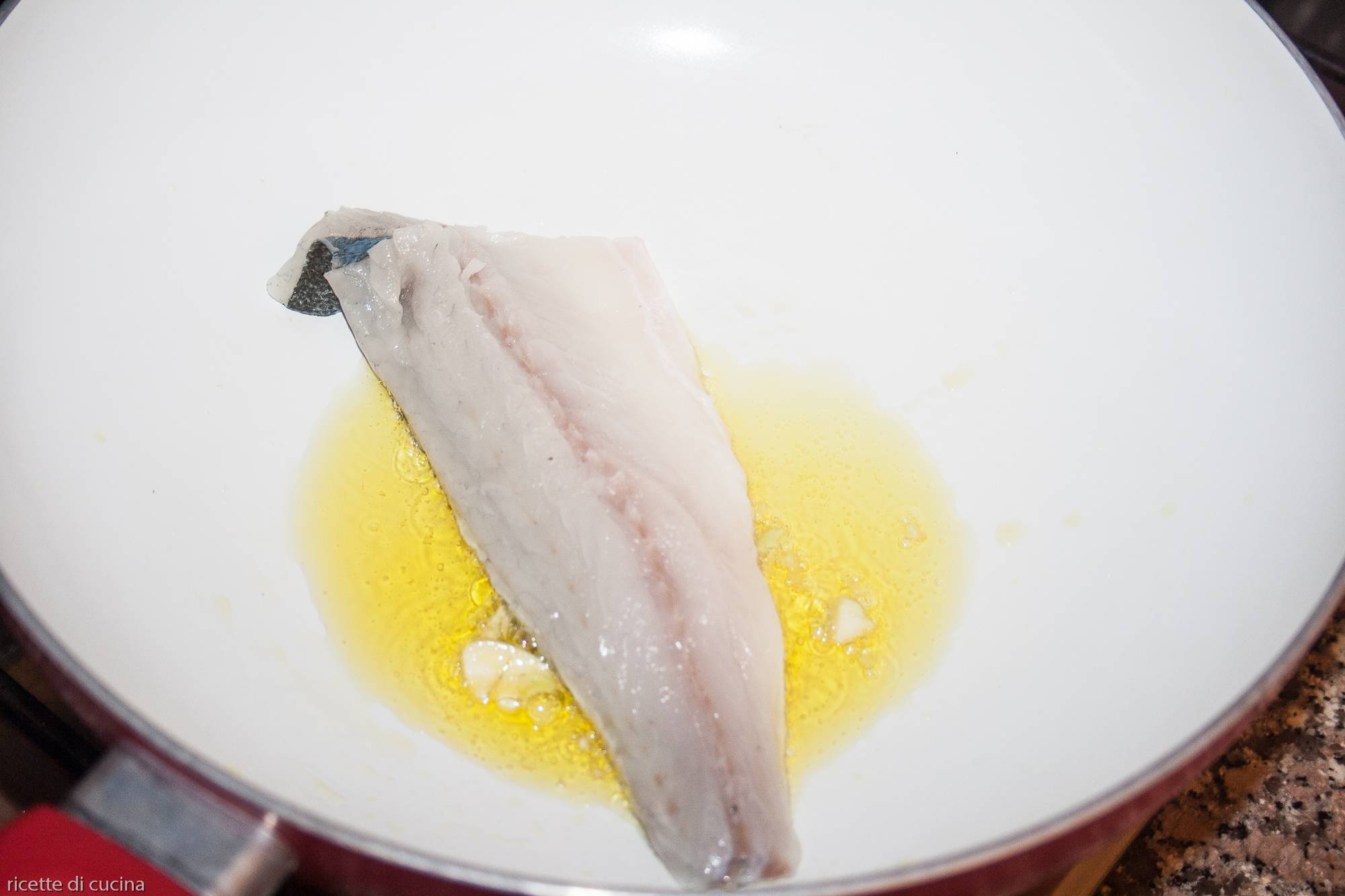 rosolare filetto branzino